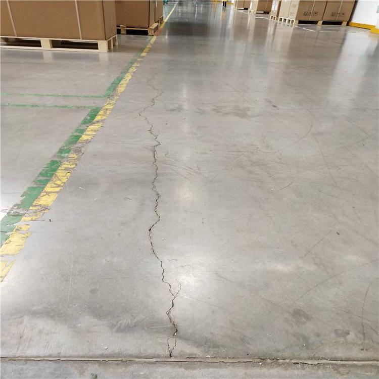 混凝土地面的裂缝是什么样的