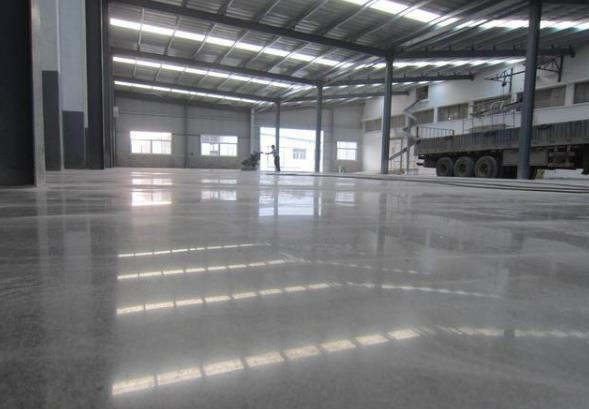 水泥地面硬化剂的优点 探讨水泥地面硬化