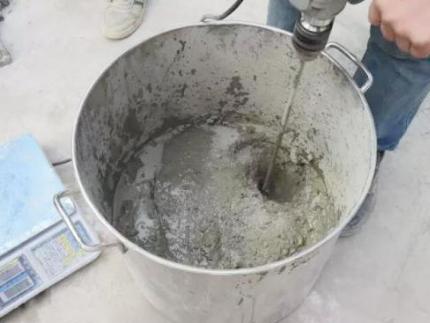 灌浆料表面起粉的原因