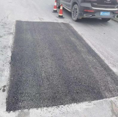 沥青冷补料修补坑槽施工流程 揭露沥青冷补料施工工艺