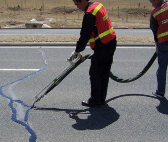 什么季节使用路面灌缝胶最佳