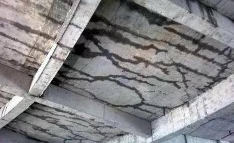 为什么混凝土容易生成裂缝