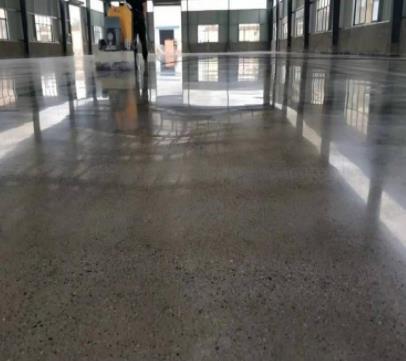 地坪硬化剂施工注意事项有哪些